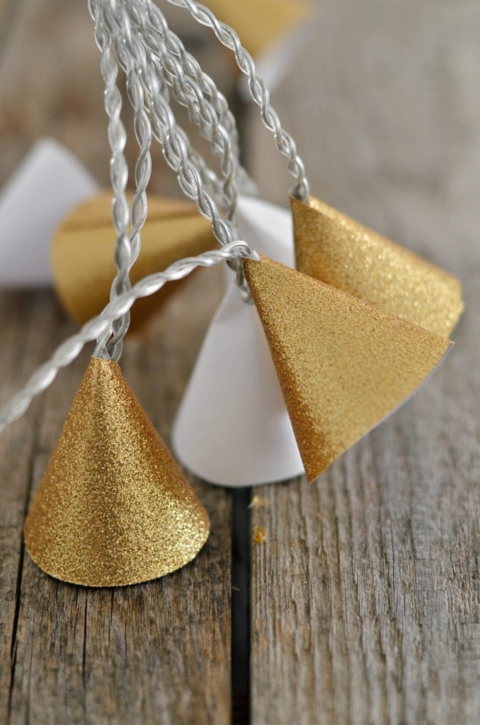 DIY Goldene Lichterkette aus Papier