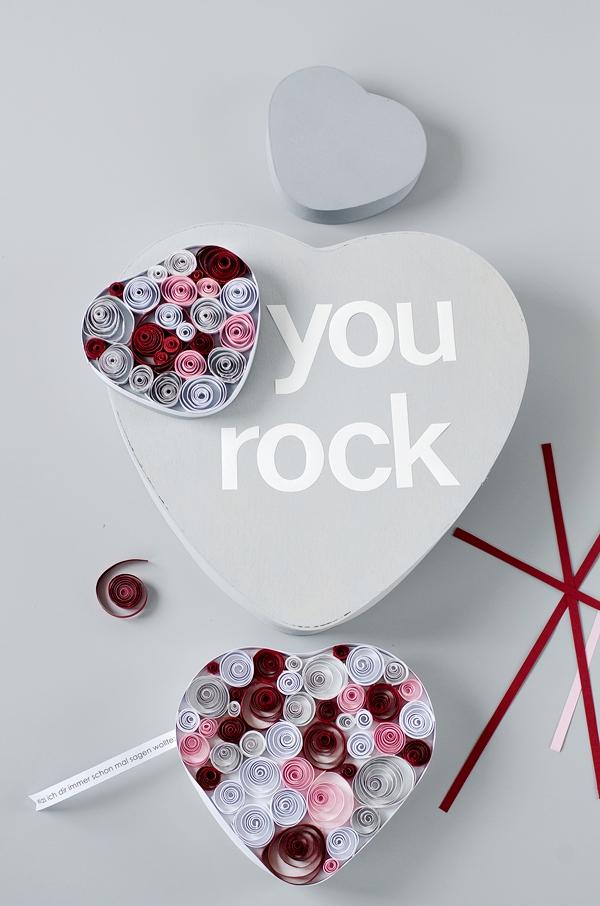 DIY Geschenkidee: Muttertagsherz aus Papierstreifen - Quilling Hearts
