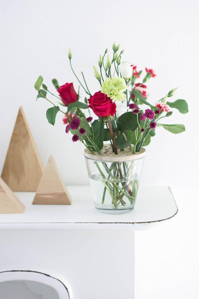 Schnittblumen einfach in der Vase arrangieren