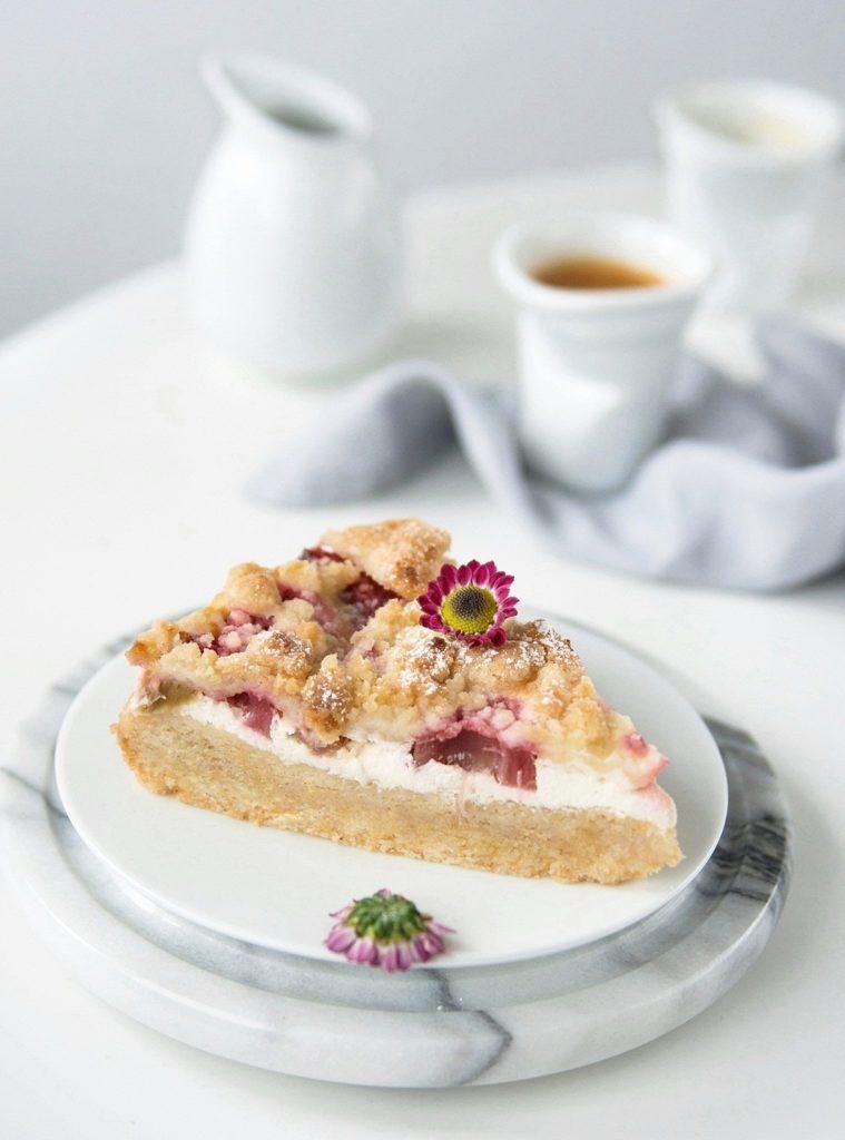 Rhabarberkstreuselkuchen mit Topfen