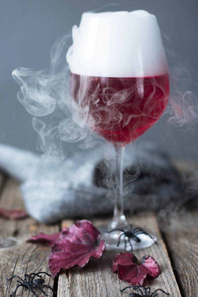 Rauchender Halloween Cocktail
