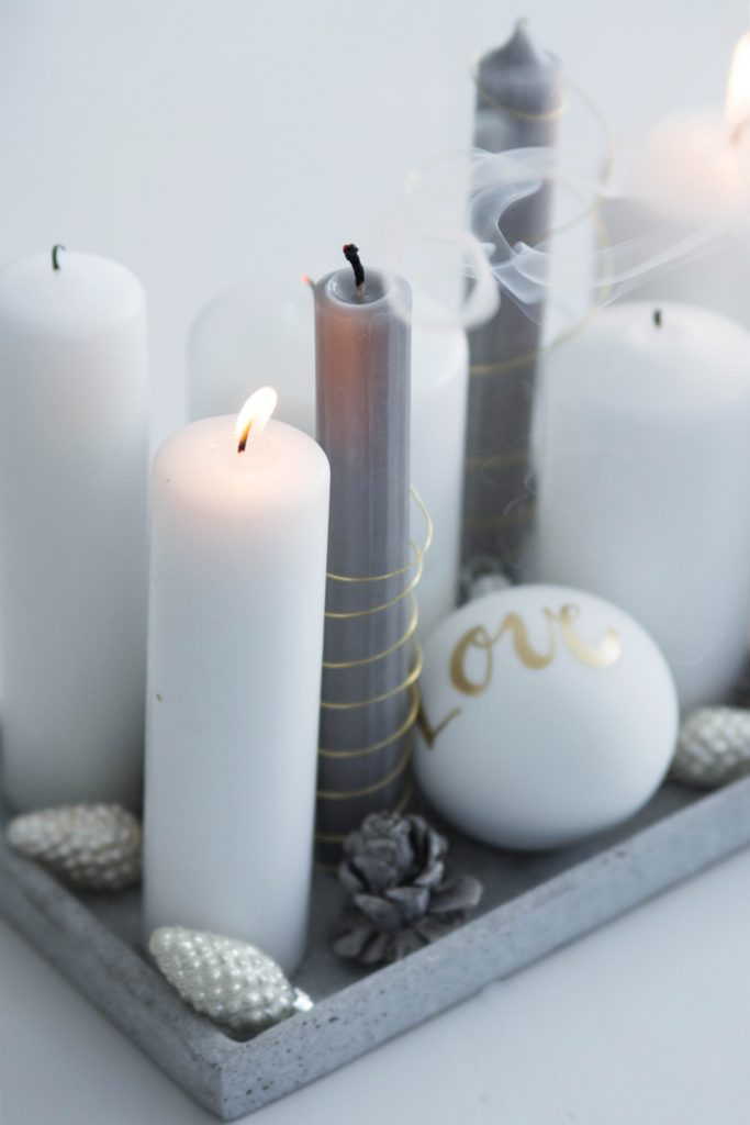 Kerzen im Drahtmantel