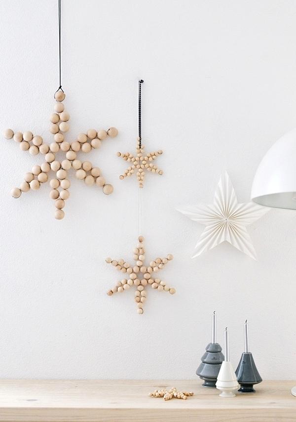 DIY: Einfache Weihnachts-Sterne aus Holzkugeln