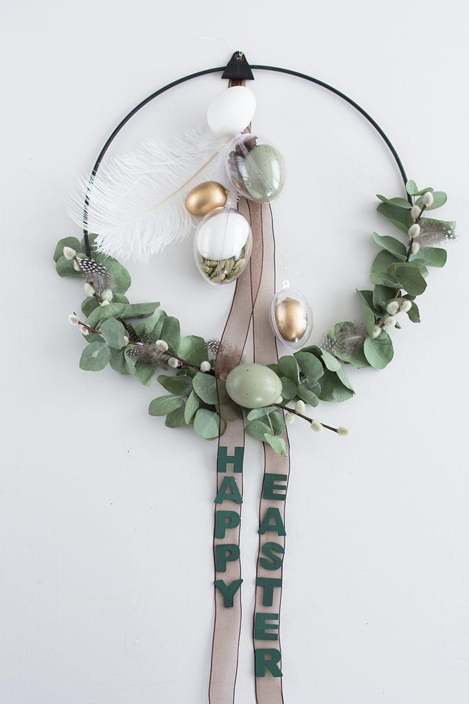 Moderner Osterkranz für die Tür mit Eukalyptus und Gewürzen #diy