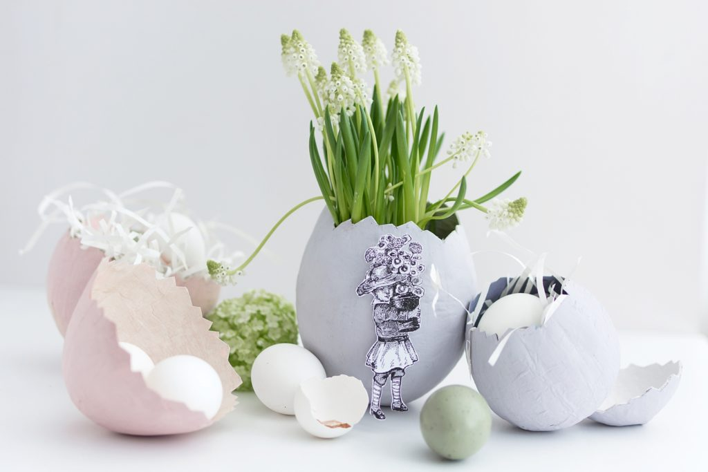 Kreative Bastelidee zu Ostern: Pappmaché Eier als Osternester, Blumentopf oder schlichte Vase