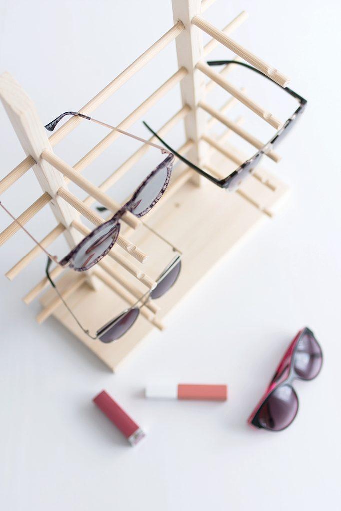 DIY: Einfaches Sonnenbrillen-Display aus Holz selber bauen