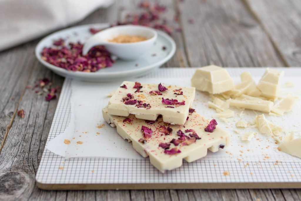 Selbermachen und genießen: Schokolade mit essbaren Blüten