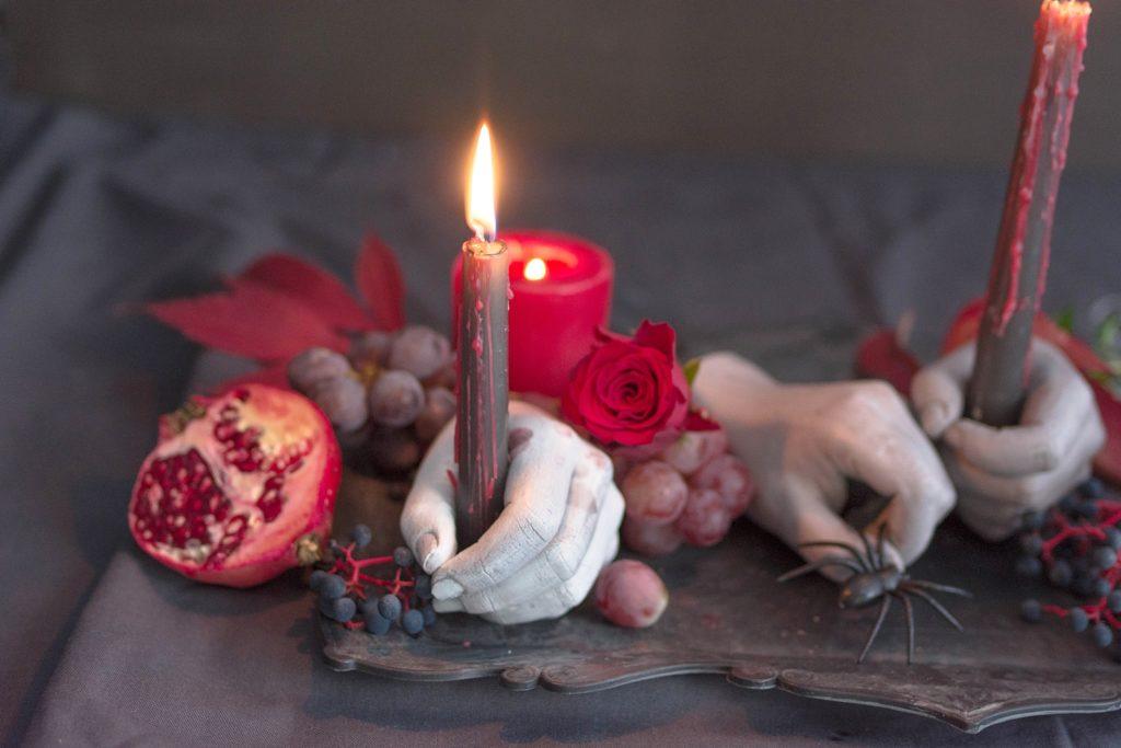 DIY Gipshände als Kerzenhalter für die nächste Halloweenparty
