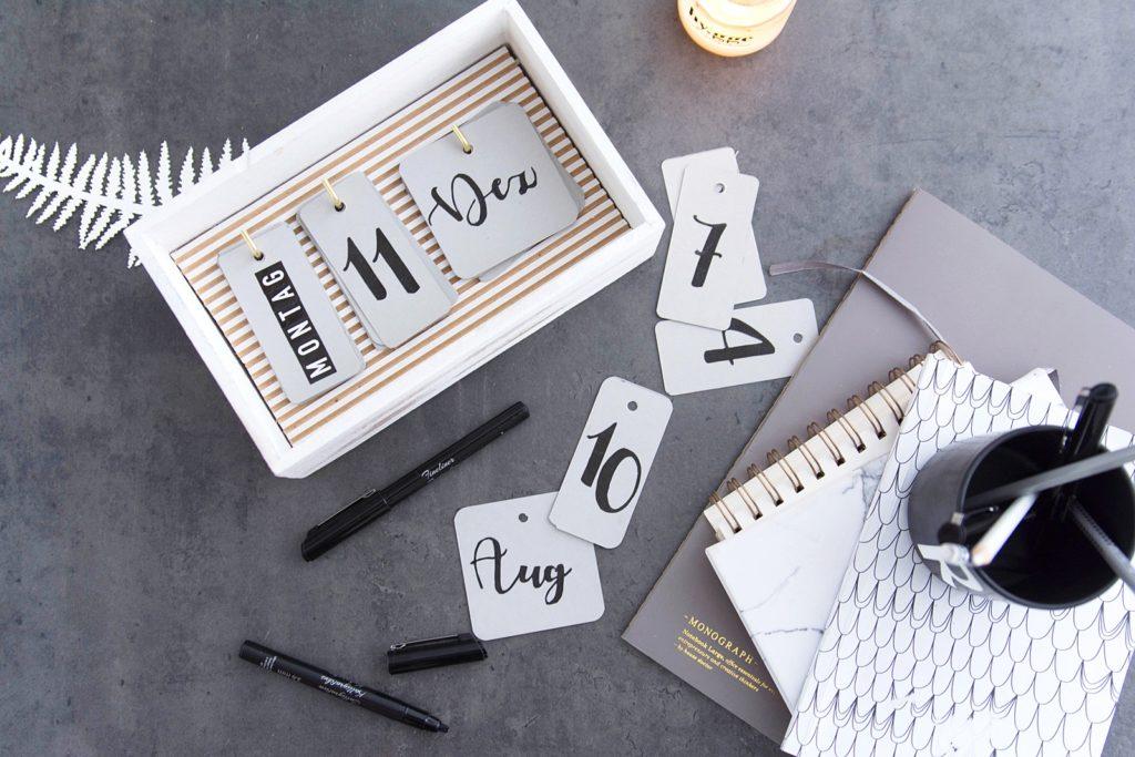 Praktischer DIY Kalender für den Schreibtisch ohne Jahreszahl