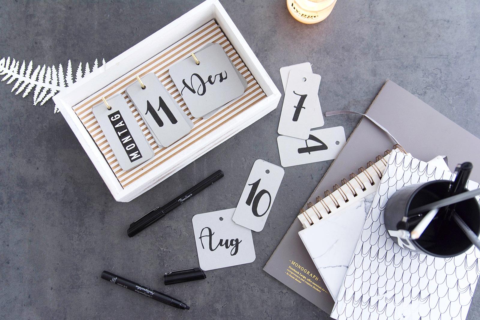 praktischer diy kalender für den schreibtisch ohne