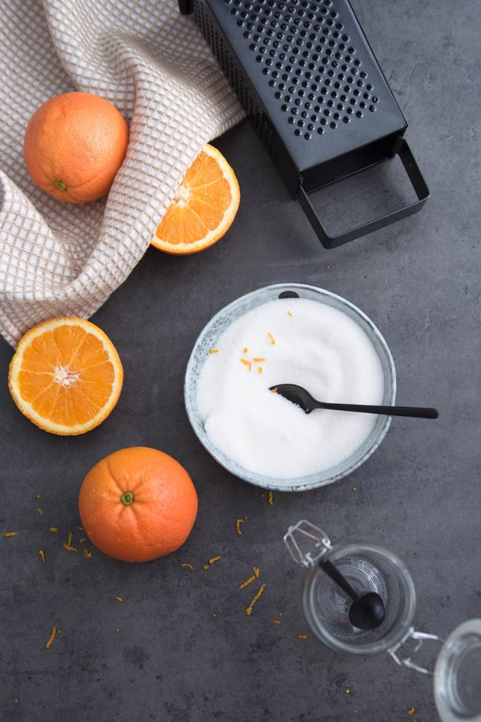 Süßes aus der Winterküche: Saftiger Orangen-Schoko-Kuchen und wie du ganz einfach Orangenzucker selber herstellen kannst
