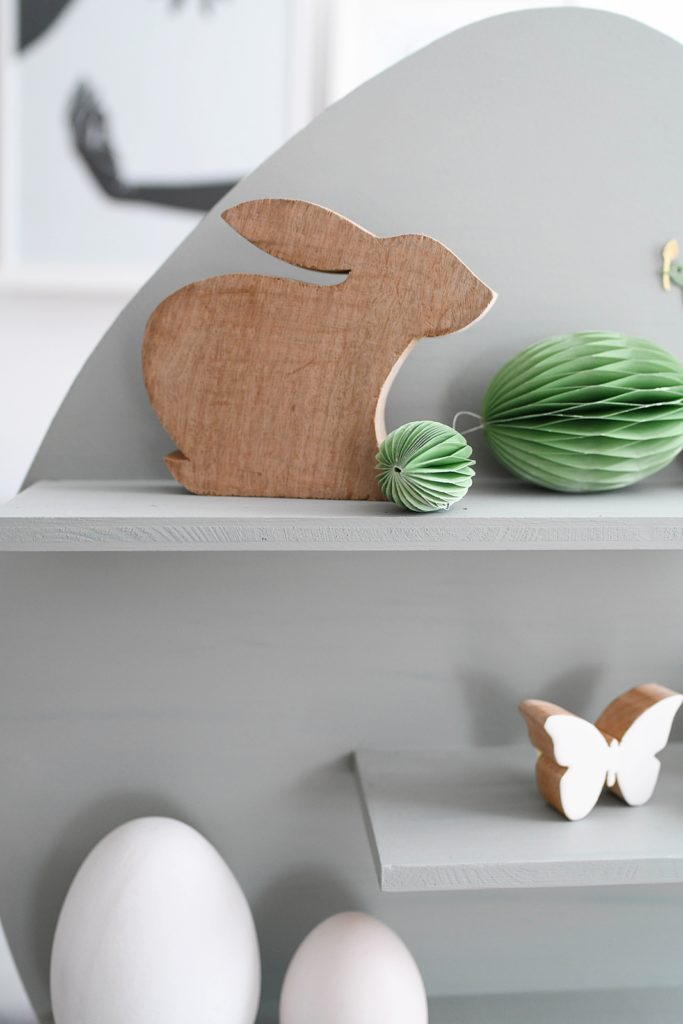 Aus der Osterwerkstatt: DIY Deko-Regal in Eiform aus Holz