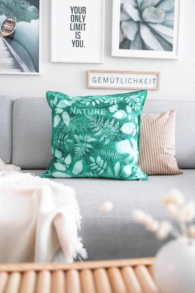 DIY-Anleitung: Sonnendruck – Mit Sonnenlicht und Textilfarbe Pflanzenmotive auf Stoff drucken