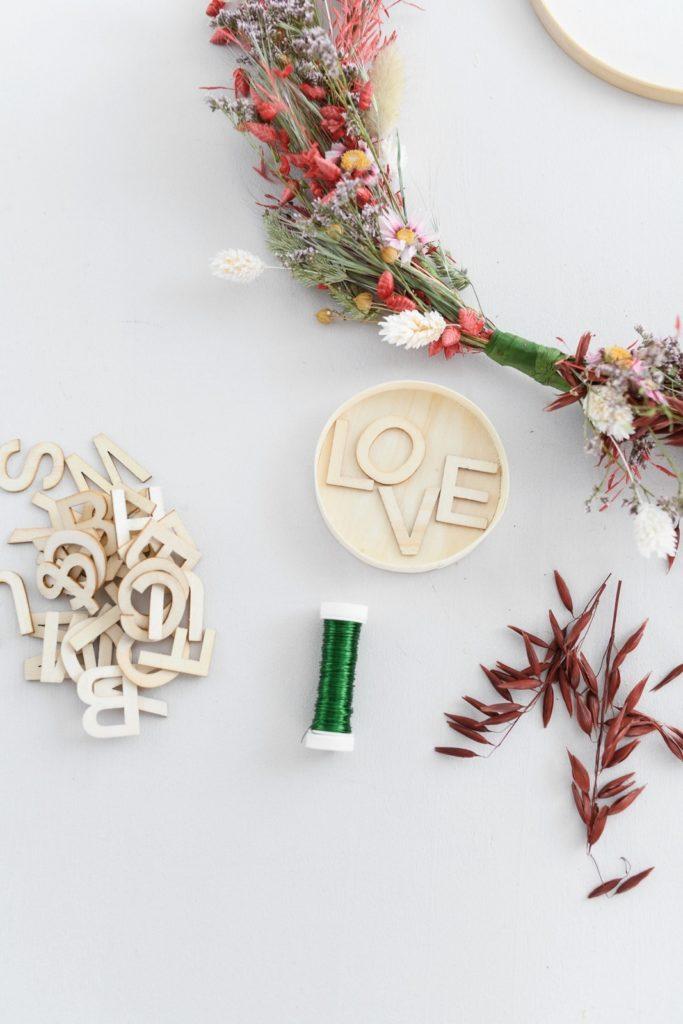 Nachhaltig und kreativ: DIY-Kranz aus Trockenblumen binden