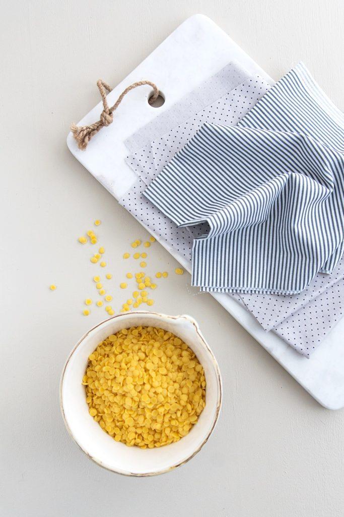 DIY: Wiederverwendbare Bienenwachstücher zum Einwickeln und Aufbewahren selber machen
