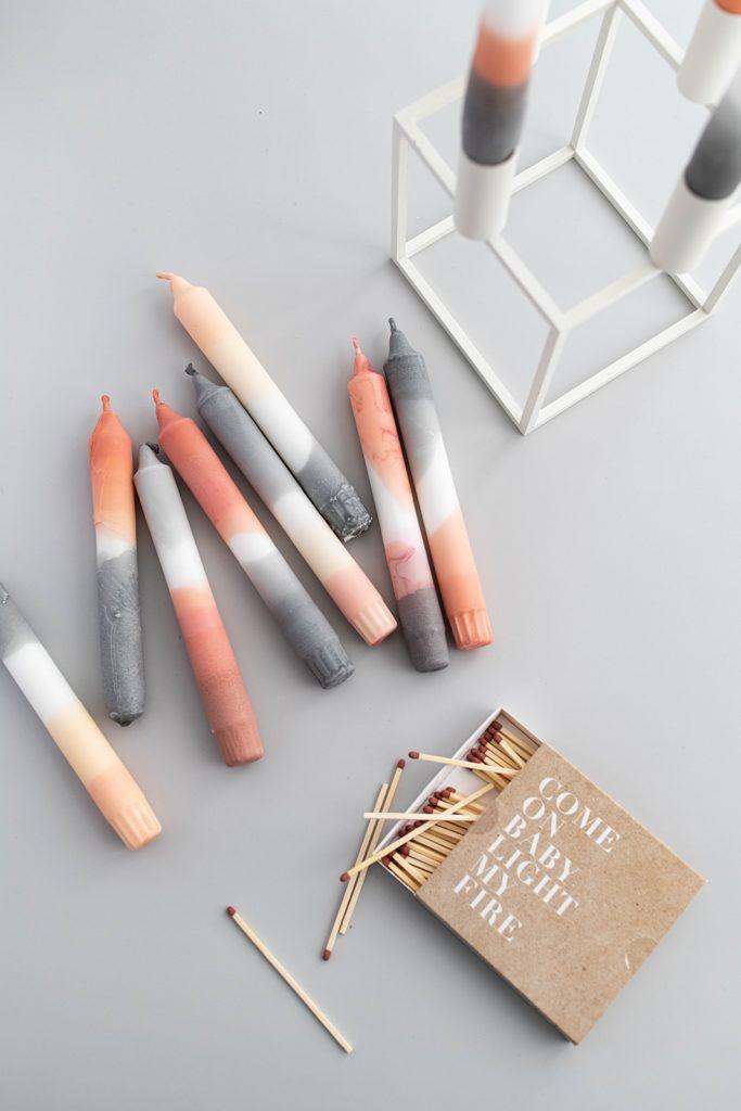 Gut gegen Wintergrau: Tolle DIY Kerzen mit Farbverlauf ganz einfach selber gestalten