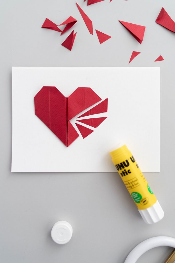 DIY: Romantische Valentinstags-Karten selber machen + Anleitung für einfache Papierherzen