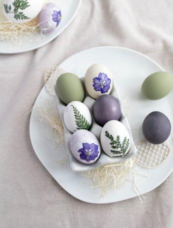 DIY Ostereier mit getrocknetenBlüten
