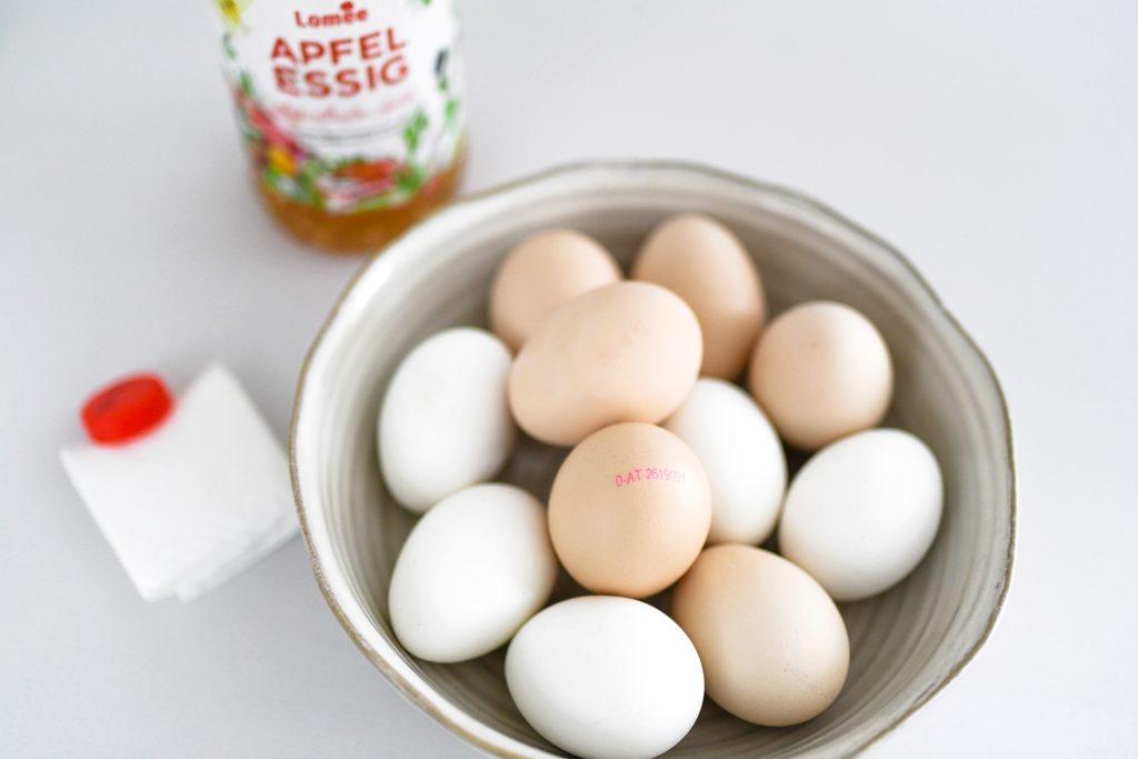 Es geht auch ohne Chemie: Ostereier natürlich mit Rotkohl färben + mit Goldpuder verzieren