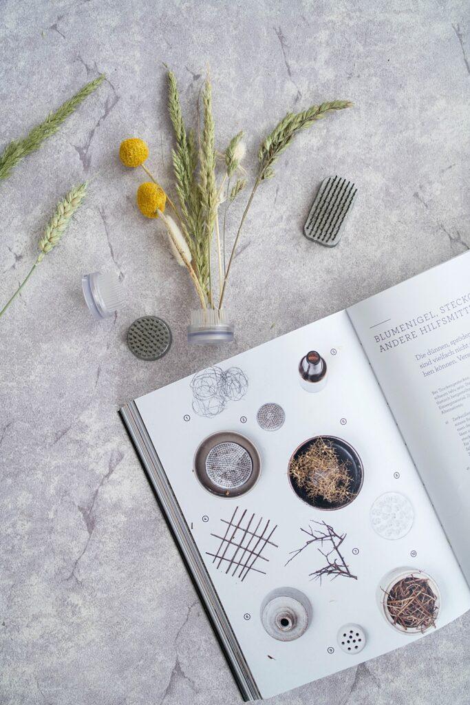 Buchtipp | Trockenblumen – vom Samen bis zum Arrangement von Carolyn Dunster
